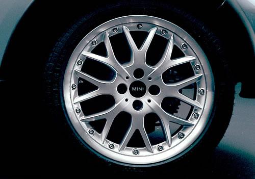 """R90 17"""" Cross Spoke Wheel + Cap:Silver"""